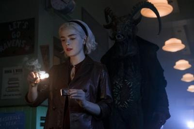 Der Dunkle Lord will bei Sabrina keine RIsiken eingehen (© Netflix)