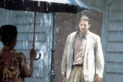 Harry Angel steht im Regen - im wörtlichen und übertragenen Sinn (© StudioCanal)