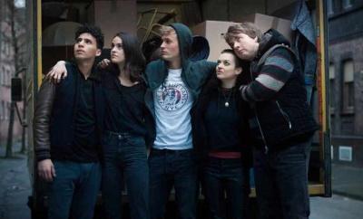 """Diese fünf Jugendlichen gründen """"Die Welle"""" (© 2019 Netflix)"""
