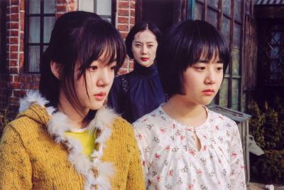 Die Mädchen und ihre Stiefmutter haben Streit (© Capelight Pictures)