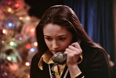 Jess bekommt einen beunruhigenden Anruf (© Capelight Pictures)