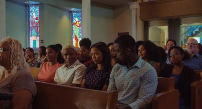 Die Familie beim gemeinsamen Kirchenbesuch (© Universal Pictures International)