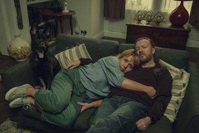 """Vor den Ereignissen in """"After Life"""" hatte Tony auch glückliche Tage (© Netflix)"""