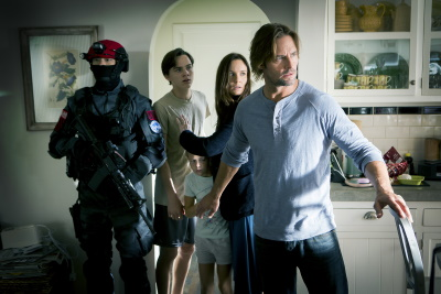 Die  Familie kommt mit dem Gesetz in Konflikt (© Pandastorm Pictures/Paul Drinkwater/USA Network)