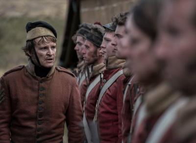 Der gnadenlose Ruse befehligt seine Einheit (© 2020 Koch Films)