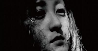 Saras Zombie-Dasein ist eine reine Tortur (© 2013 Miss Zombie Film Partners. All Rights Reserved.)