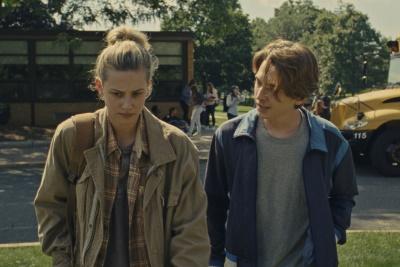 Grace und Henry kommen sich langsam näher (© 2020 Amazon Studios. All Rights Reserved.)