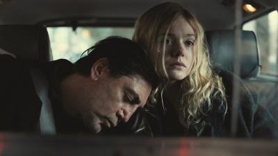 Molly wird klar, dass sie mit der Krankheit ihres Vaters überfordert ist (© 2020 Universal Pictures)