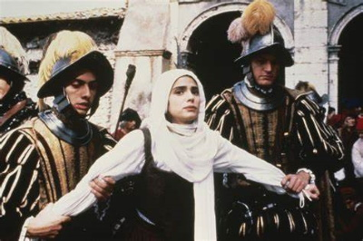 Maria wird verhaftet (© 1991 Full Moon Entertainment)