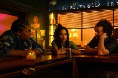 Rob und ihre Freunde schieben Frust (© Hulu)