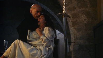 """Torquemada ist von der """"Hexe"""" Maria fasziniert (© 1991 Full Moon Entertainment)"""