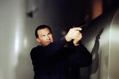 Ryback versalzt den Terroristen die Suppe (© 1992 Warner Bros)