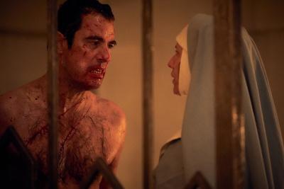 Agatha bietet Dracula die Stirn (© Hartswood Films/BBC Studios)