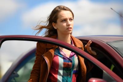 Emma kehrt in die Heimat zurück (© 2019 Red Production Company)
