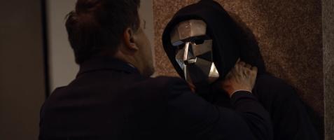Dieser maskierte Geselle sorgt für schlechte Stimmung am Campus (© SquareOne Entertainment)