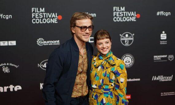 Albrecht Schuch und Jella Haase auf dem roten Teppich (© 2021 Max Baedorf)